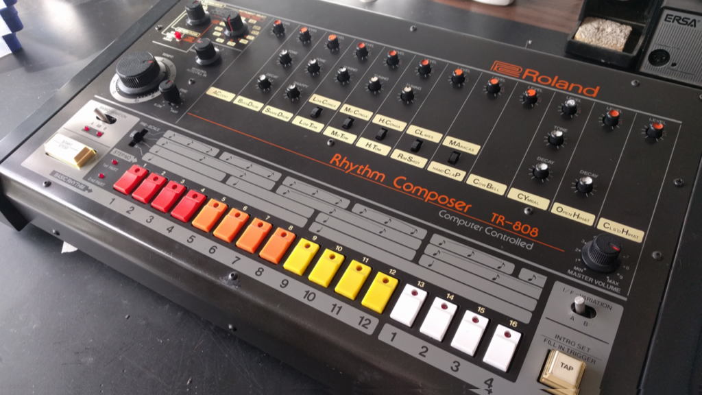 Roland TR-808 – Noisy Snare, Clap and Toms