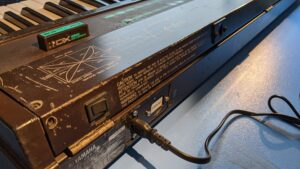 Yamaha DX7 – Replacing the Power Cable With a Socket